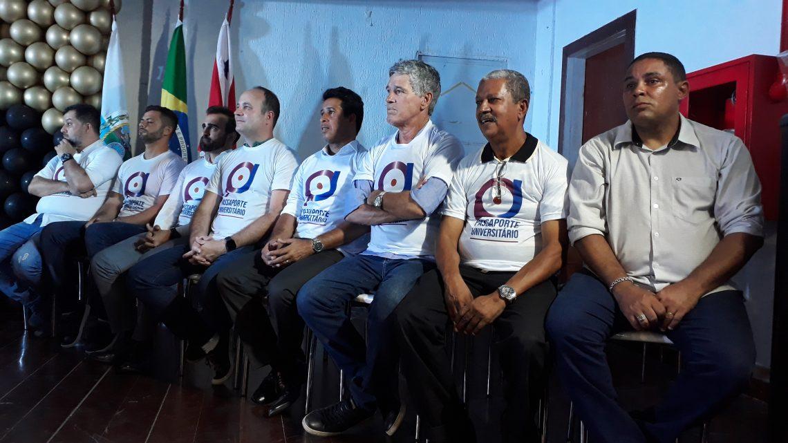 Vereadores participam da entrega dos certificados do Passaporte Universitário