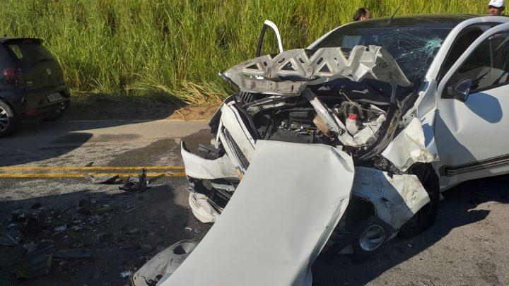 Grave acidente deixa duas pessoas feridas  na RJ 106