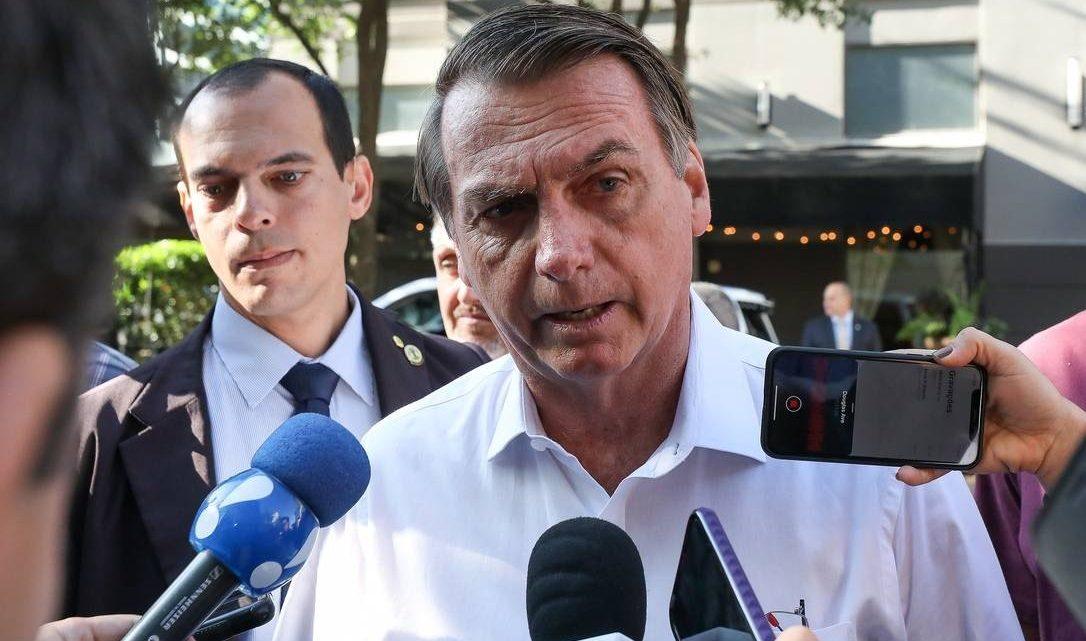Bolsonaro critica imprensa e diz que repórter deveria 'entrar de novo numa faculdade que preste'