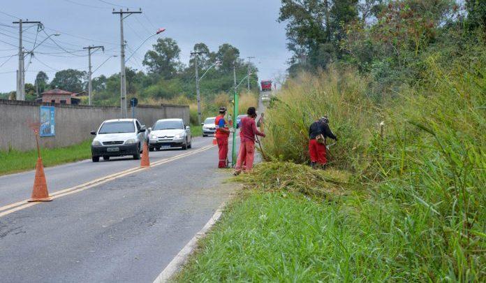 Prefeitura realiza ação de conservação na Estrada dos Cajueiros