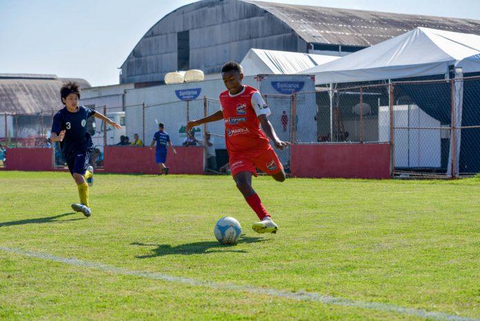 Interação entre atletas brasileiros e japoneses marca 8º Desafio de Futebol de Campo