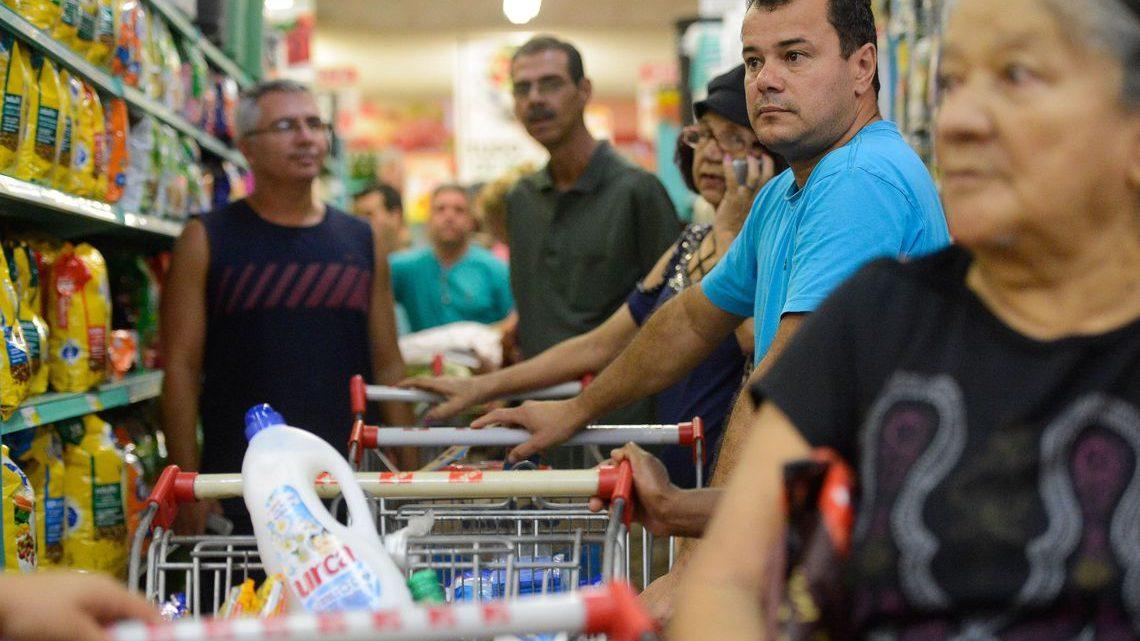 Custo da cesta básica caiu em 10 capitais em junho, diz Dieese