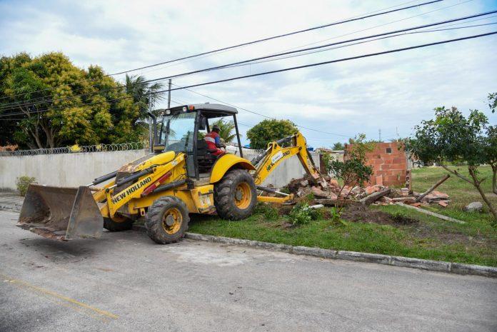 Copremar derruba imóvel construído em área irregular em Cordeirinho