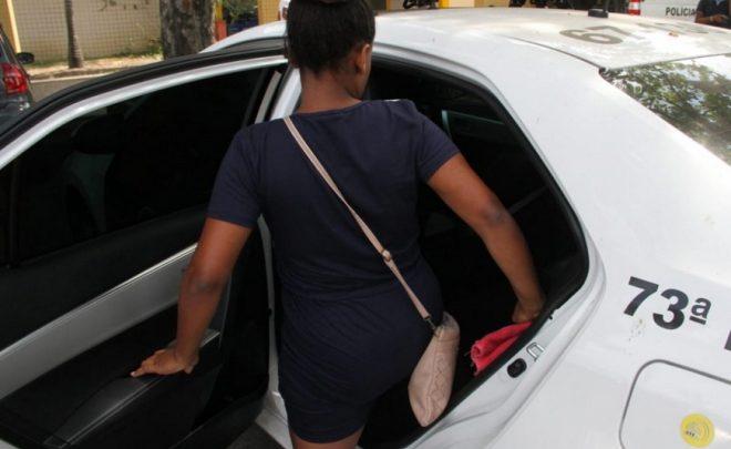 Mãe de bebê abandonado em São Gonçalo presta depoimento