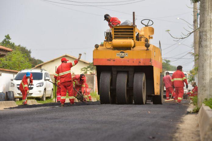 Manu Manuela recebe drenagem e mais asfalto