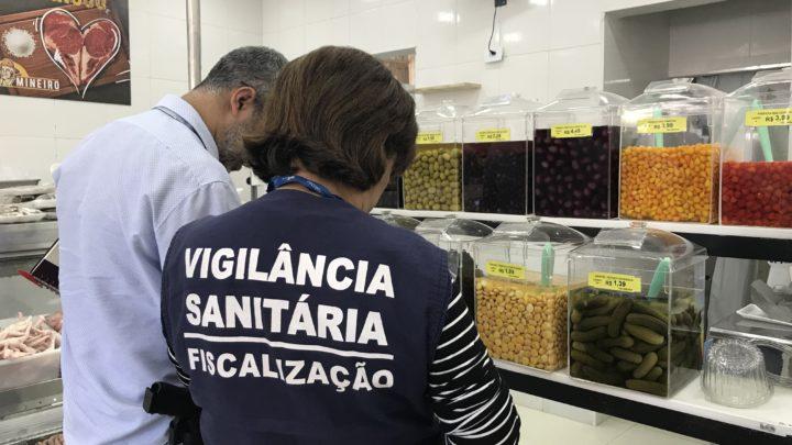 Vigilância Sanitária interdita mercearia de produtos mineiros em ação conjunta com a Delegacia do Consumidor