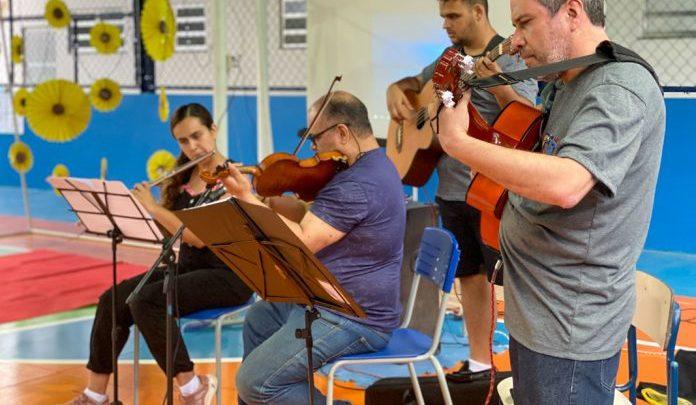 Sarau de poesias, dança e música na EM Profº Ataliba de Macedo Domingues
