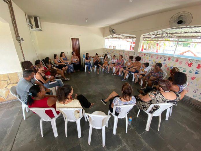 Roda de conversa discute problemas e orienta mulheres vítimas de violência