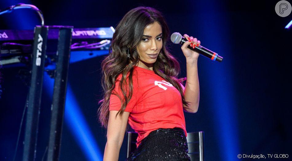 Anitta faz show gratuito abrindo o Festival de Verão de Saquarema – RJ