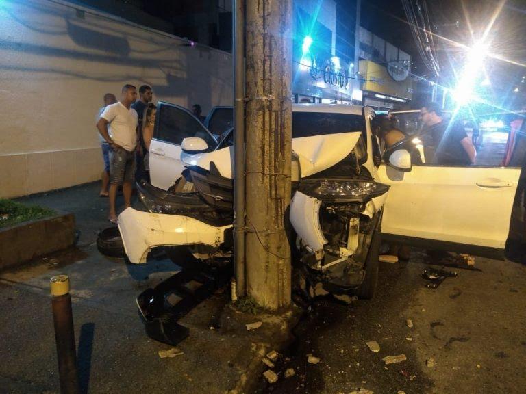 O cantor Ito Melodia, intérprete da União da Ilha, sofreu um acidente de carro na Ilha do Governador