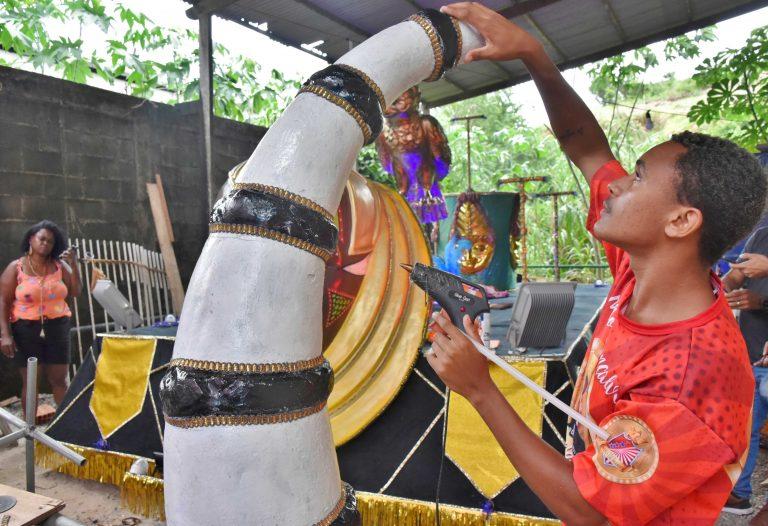 Escolas de samba de Maricá desfilam neste sábado