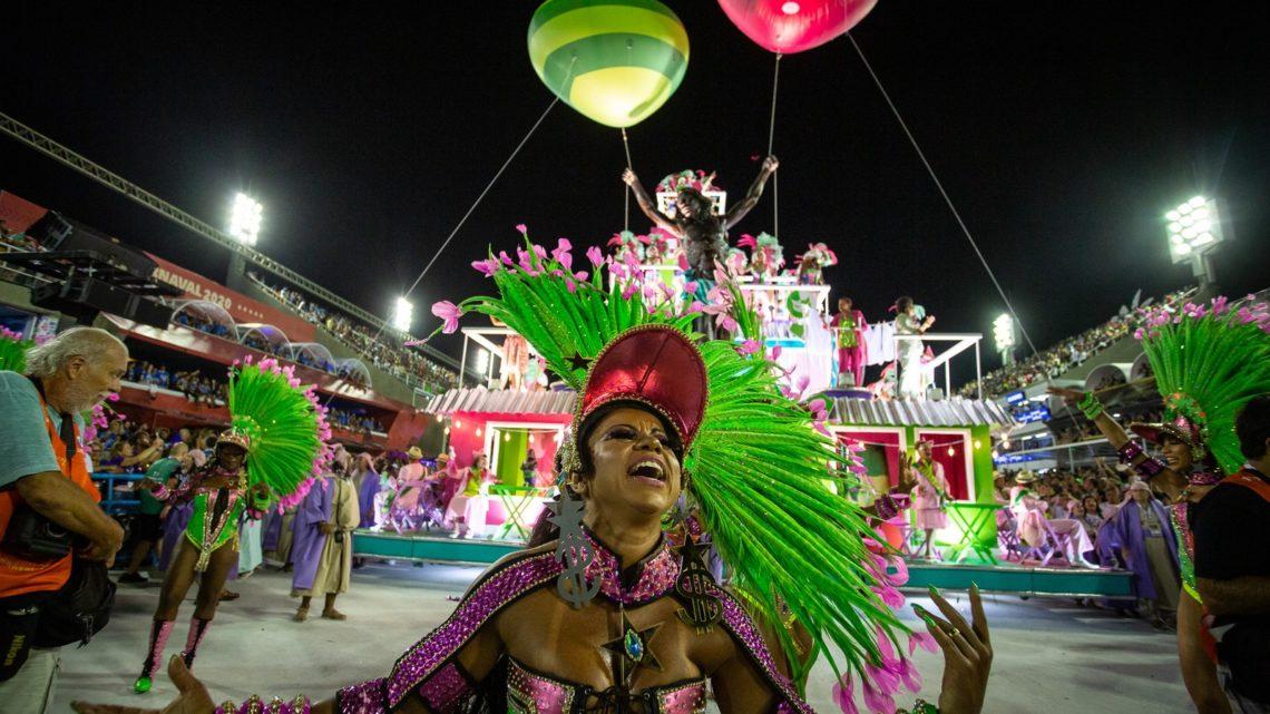 Mangueira, Viradouro e Grande levantou o público no 1º dia do Grupo Especial do carnaval do Rio