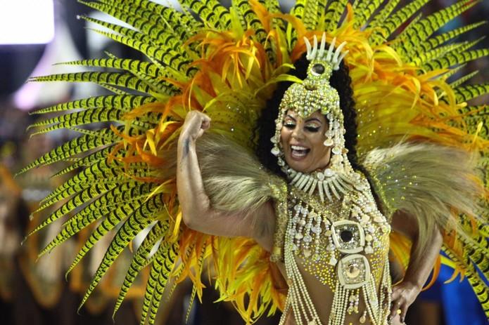 SP: Escolas de samba do Grupo Especial animam último dia do carnaval santista