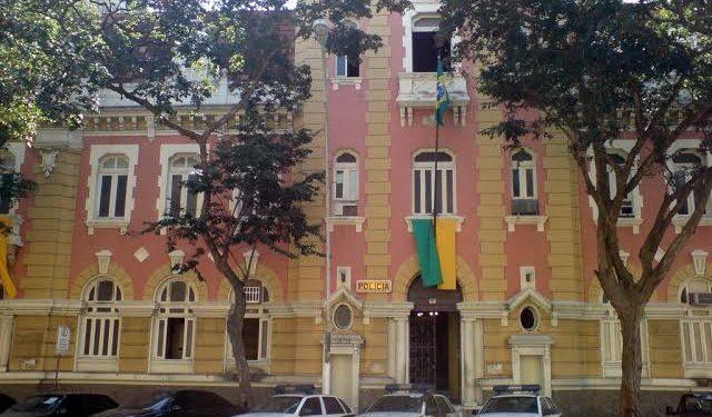 Cinco policiais militares e filho de segurança do 'chefão' da contravenção são presos em Niterói