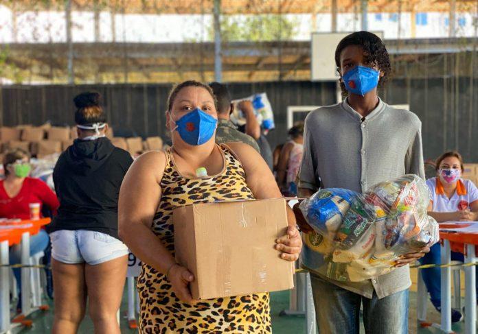 Educação continua distribuição de cestas básicas e kits de higiene nas escolas
