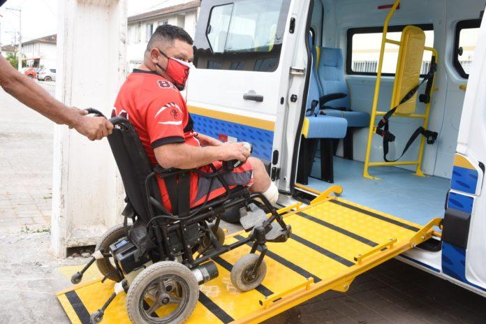 Maricá recebe nova van para transporte de pacientes