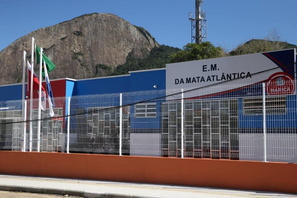 Inauguração de escola em Itaipuaçu