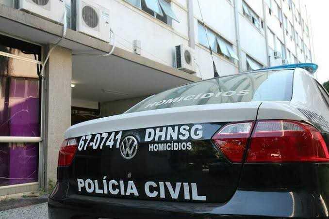 Jovem desaparecida moradora de Maricá é encontrada presa em quarto de motel em Niterói