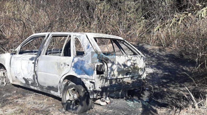Veículo encontro queimado na Estrada do Boqueirão em Maricá