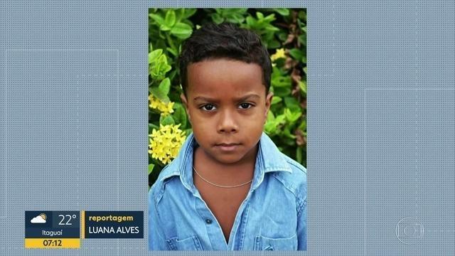 Menino de 7 anos morre após ser baleado na porta de casa na Baixada Fluminense