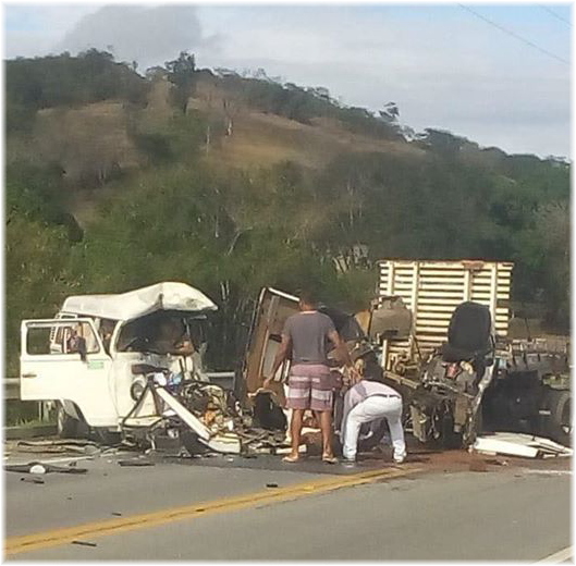 Vídeo feito por motorista mostra acidente que deixou um morto e quatro feridos em Itaboraí. Confira:
