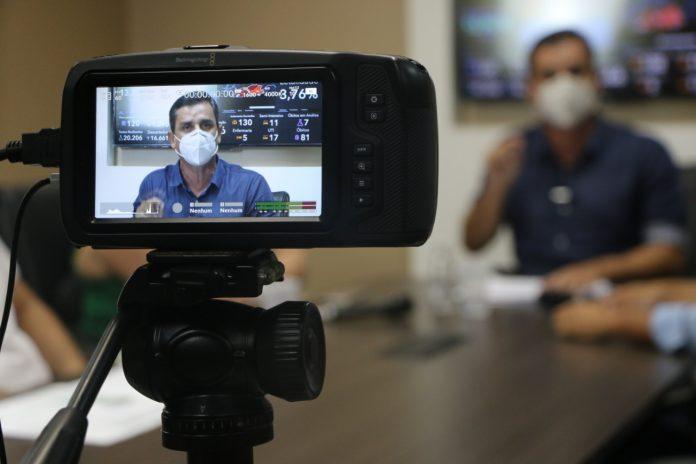 Prefeito faz alerta e anuncia em live novas medidas de segurança contra Covid