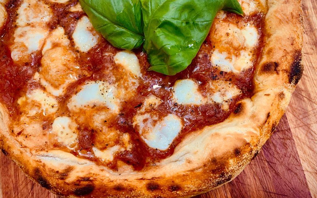 Italiano abre pizzaria para homenagear a mãe falecida e se torna referência em Maricá