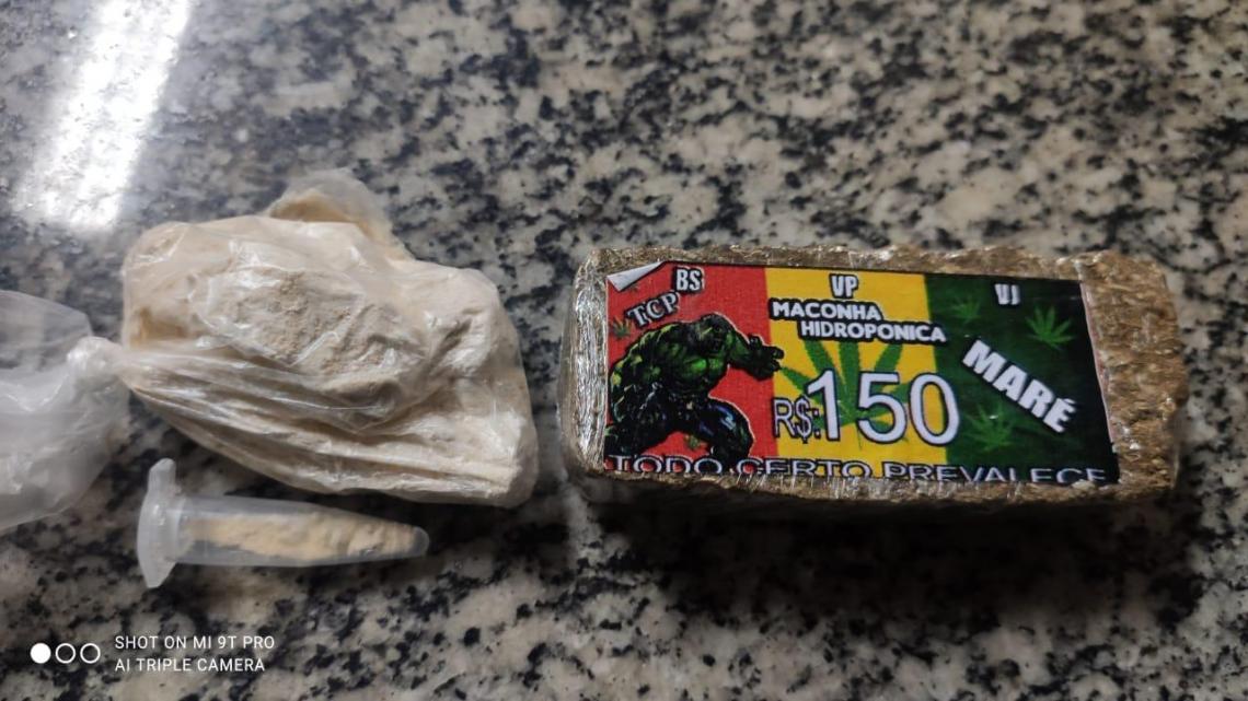 Presa com drogas dentro de van em Rio Bonito