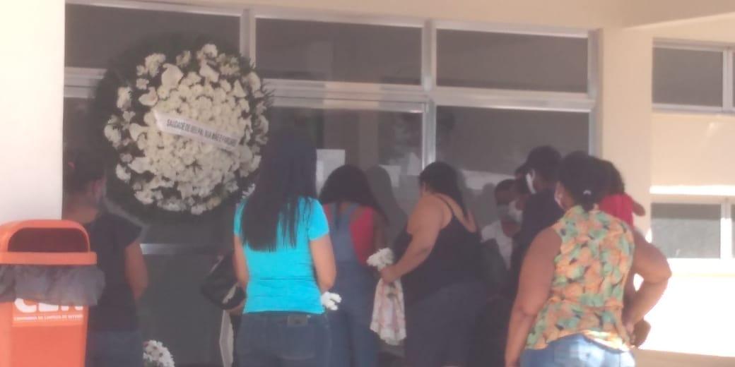 Bebê queimado em hospital de Niterói é sepultado