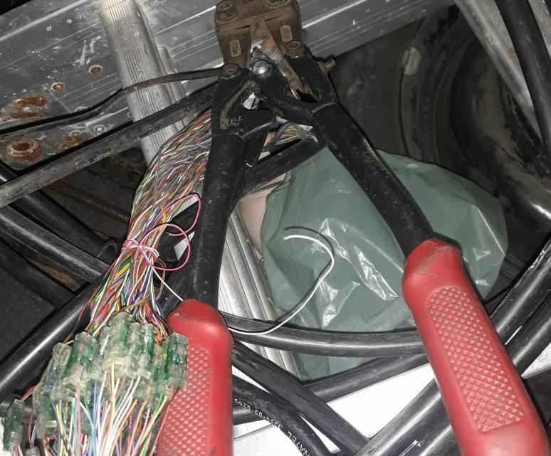 Homens são presos furtando fios de telefone em Maricá
