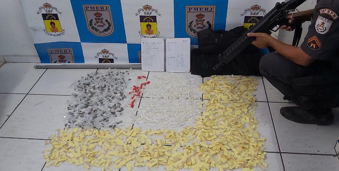 Polícia apreende material do tráfico em condomínio MCMV de Maricá