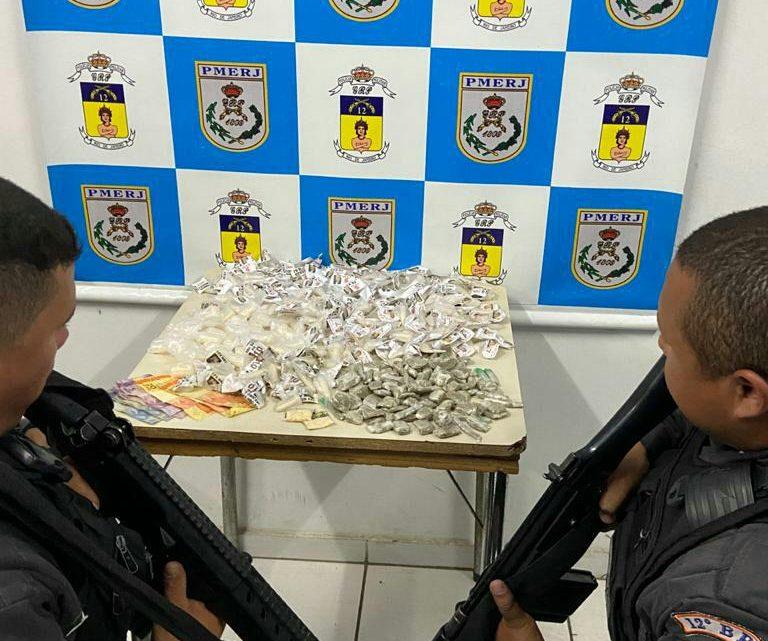 PM apreendeu cinco suspeitos com drogas em Maricá