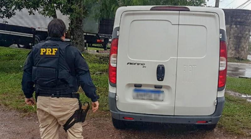 Homem é detido dirigindo carro roubado na Rio-Teresópolis