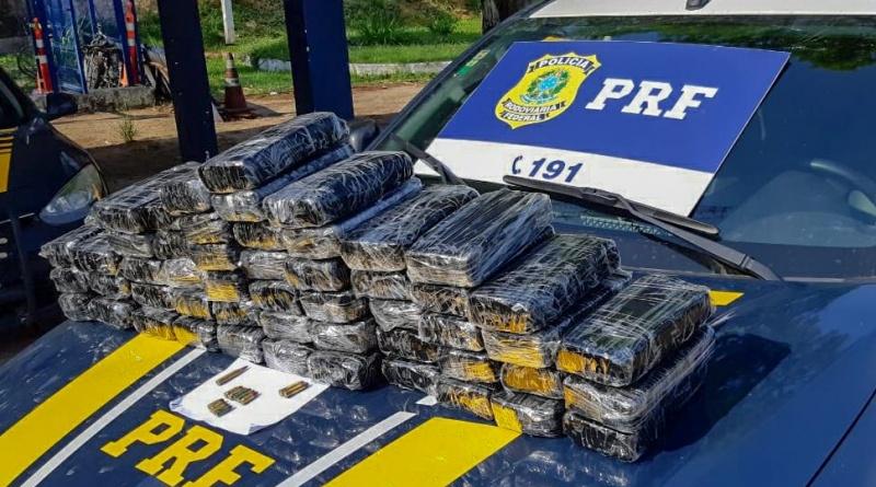 Homem é preso transportando mais de 50 kg de pasta base de cocaína na BR-101 em Campos