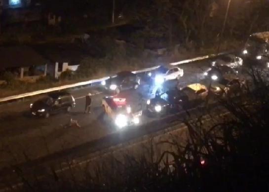 Policial federal morre durante tentativa de assalto na RJ-104, em Niterói-RJ