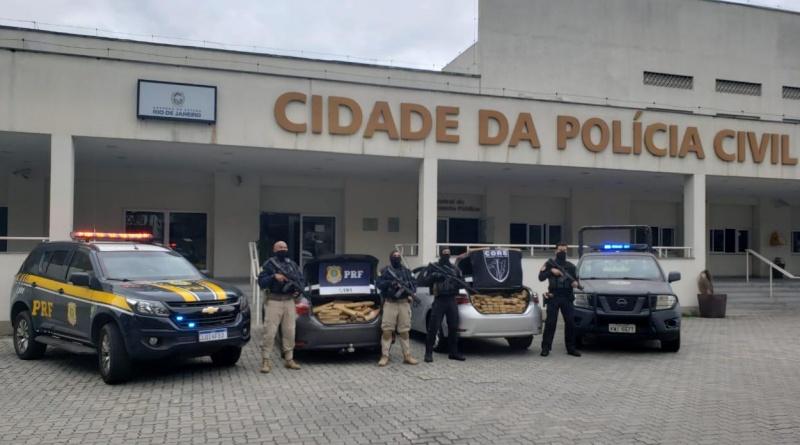 Quatro homens e uma mulher são presos com cerca de 750 quilos de maconha no RJ