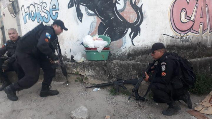 Material do tráfico é apreendido na comunidade do Cavalão em Niterói-RJ
