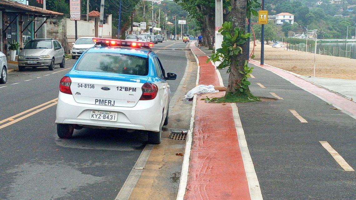 Acidente com moto deixa uma pessoa morta e outra ferida em Marica-RJ