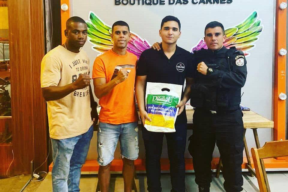 Jovem do Jardim Catarina tem sonho realizado por policiais do 7º BPM