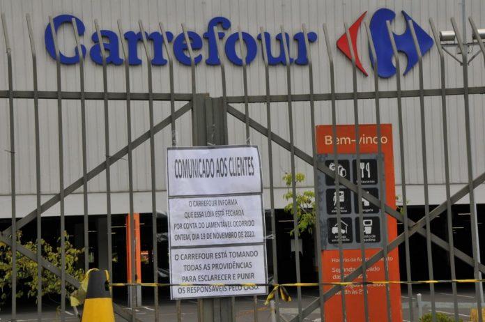 Esposa de homem espancado no Carrefour afirma que marido pediu ajuda antes de morrer