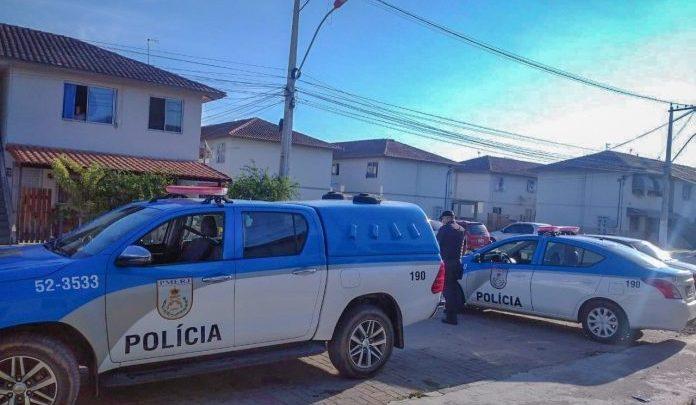 Corpo é encontrado carnonizado dentro de carro em Maricá -RJ