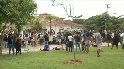 Trabalhadores de Búzios, RJ, protestam contra decisão que impede entrada de turistas; prefeitura recorre