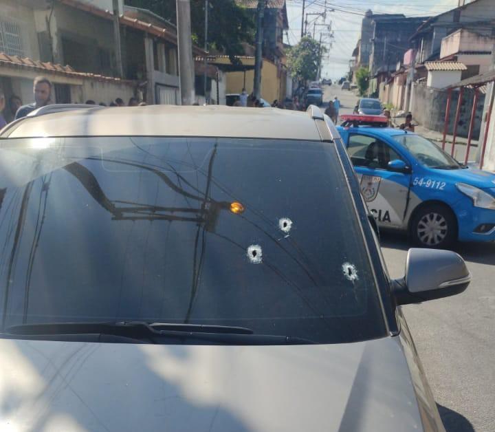 Policial civil é morto dentro do próprio carro no Camarão, em SG-RJ