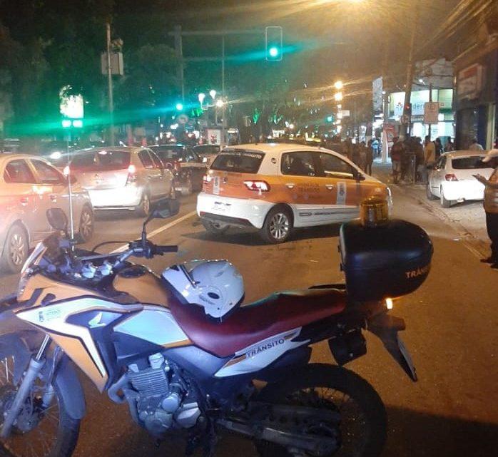 Protesto interdita a Alameda São Boaventura em Niterói após mortes de moradores