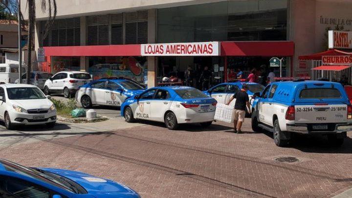 Loja de departamentos é alvo de assaltantes em Cabo Frio-RJ
