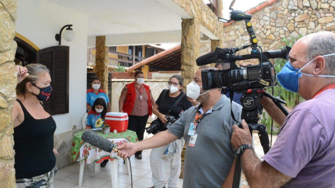 Agência internacional acompanha a vacinação de idosos em Maricá
