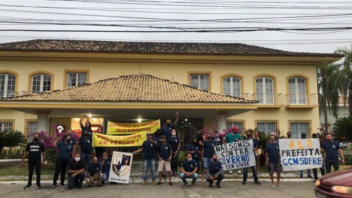 Guardas municipais protestam pedindo afastamento da comandante em Araruama-RJ