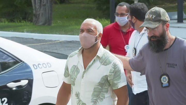Belo é preso 4 dias após show em escola no Complexo da Maré