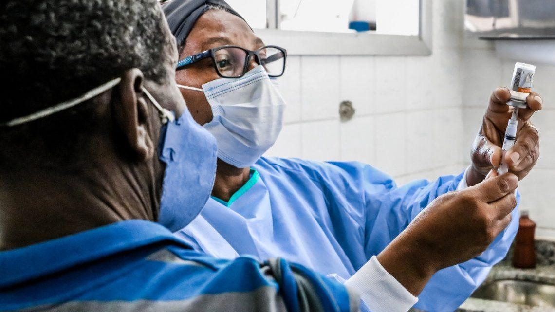Itaboraí vai iniciar vacinação para idosos de 74 e 73 anos