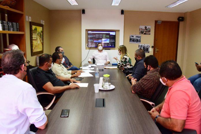 Prefeitura dialoga com comerciantes da cidade